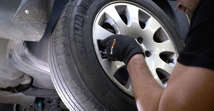 AUDI A6 2.4 Bremsscheiben ausbauen: Anweisungen und Video-Tutorials online