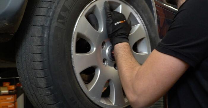Wie AUDI A6 1.8 T 2001 Bremsscheiben ausbauen - Einfach zu verstehende Anleitungen online
