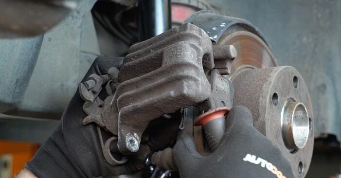 Bremsscheiben beim AUDI A6 2.5 TDI quattro 2004 selber erneuern - DIY-Manual