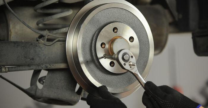 SKODA OCTAVIA 1.8 T Bremstrommel ausbauen: Anweisungen und Video-Tutorials online