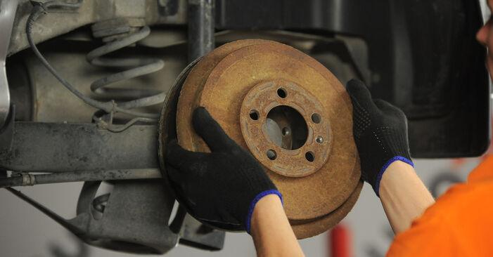 Wie schwer ist es, selbst zu reparieren: Bremstrommel Skoda Octavia 1u 1.9 TDI 2002 Tausch - Downloaden Sie sich illustrierte Anleitungen