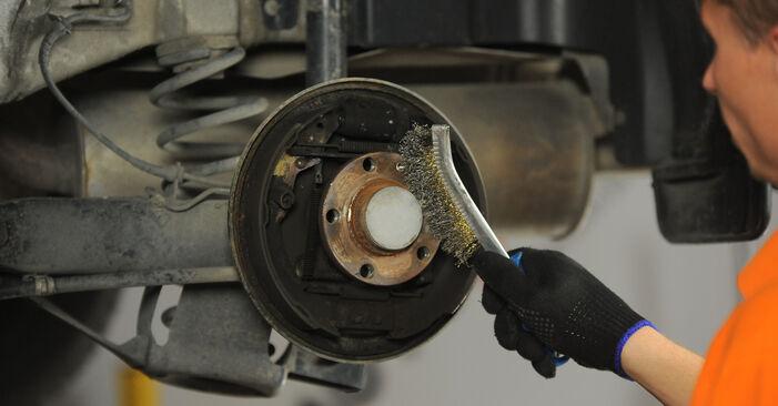 Bremstrommel beim SKODA OCTAVIA 1.6 2003 selber erneuern - DIY-Manual