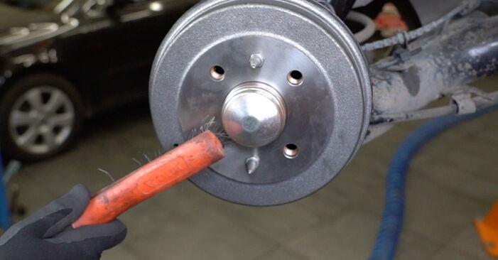 Wie SKODA OCTAVIA 2.0 2000 Bremsbacken ausbauen - Einfach zu verstehende Anleitungen online