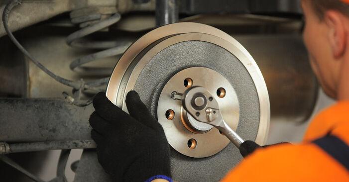 Bremsbacken am SKODA OCTAVIA (1U2) 1.4 16V 2001 wechseln – Laden Sie sich PDF-Handbücher und Videoanleitungen herunter