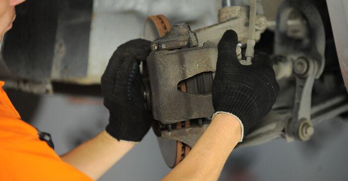 Trinn-for-trinn anbefalinger for hvordan du kan bytte Skoda Octavia 1u 2009 2.0 Hjullager selv