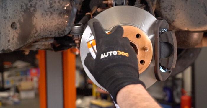 Spurstangenkopf beim FIAT PUNTO 1.8 130 HGT 2006 selber erneuern - DIY-Manual