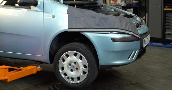 Substituição de Fiat Punto 188 1.2 16V 80 2001 Ponteiras de Direcção: manuais gratuitos de oficina