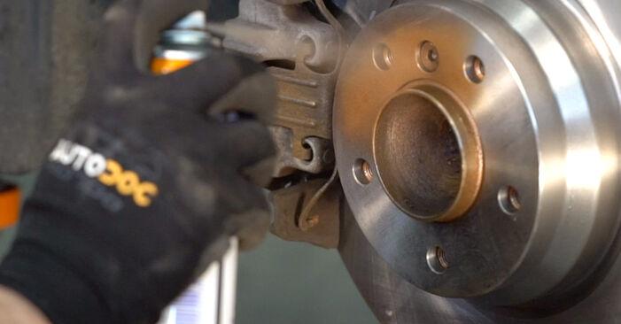 Spurstangenkopf am BMW 3 Coupe (E92) M3 4.0 2010 wechseln – Laden Sie sich PDF-Handbücher und Videoanleitungen herunter