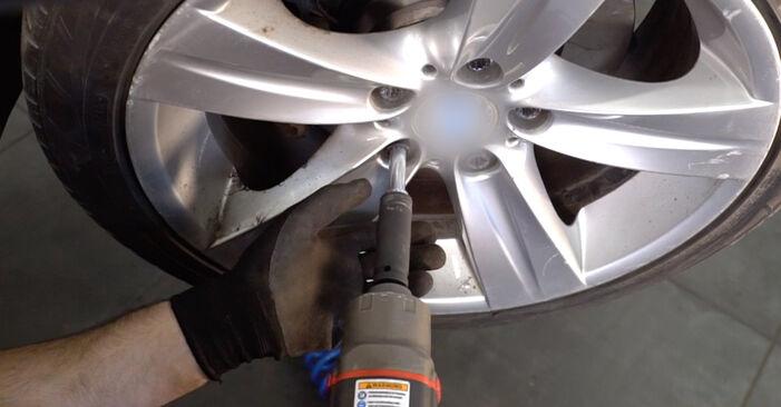 Spurstangenkopf Ihres BMW E92 330xd 3.0 2013 selbst Wechsel - Gratis Tutorial