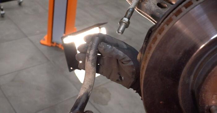 RAV 4 III (ACA3_, ACE_, ALA3_, GSA3_, ZSA3_) 2.0 (ZSA35_) 2007 2.0 4WD (ACA30_) Spurstangenkopf - Handbuch zum Wechsel und der Reparatur eigenständig