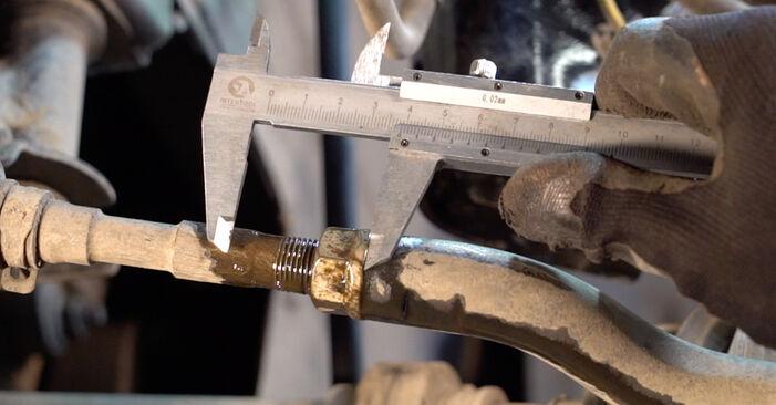 Wie schwer ist es, selbst zu reparieren: Spurstangenkopf Toyota RAV4 III 2.0 4WD 2011 Tausch - Downloaden Sie sich illustrierte Anleitungen