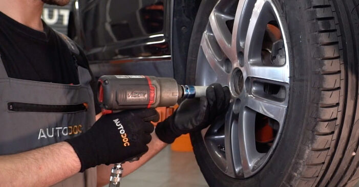 Wechseln Spurstangenkopf am VW TOURAN (1T1, 1T2) 1.4 TSI 2006 selber