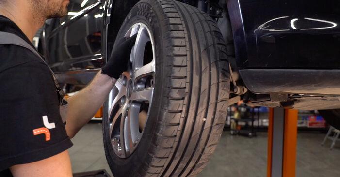 Wie VW TOURAN 1.6 FSI 2007 Spurstangenkopf ausbauen - Einfach zu verstehende Anleitungen online