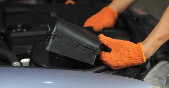 Audi A4 B7 Avant 2.0 TDI 16V 2006 Filtre à Air remplacement : manuels d'atelier gratuits