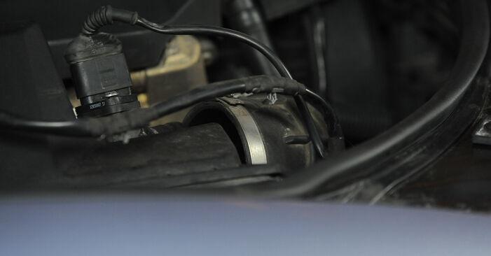 À quel point est-il difficile de le faire soi-même : télécharger le guide illustré pour le changement de Filtre à Air sur Audi A4 B7 Avant 1.8 T 2005