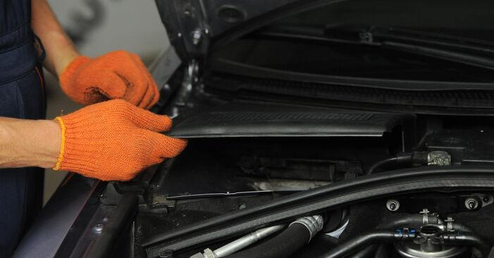 Wechseln Innenraumfilter am AUDI A4 Avant (8ED, B7) 2.0 TDI quattro 2007 selber