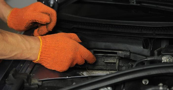 Innenraumfilter am AUDI A4 Avant (8ED, B7) 3.0 TDI quattro 2004 wechseln – Laden Sie sich PDF-Handbücher und Videoanleitungen herunter