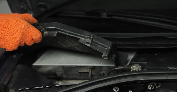Innenraumfilter Ihres Audi A4 B7 Avant 2.0 TDI 16V 2007 selbst Wechsel - Gratis Tutorial