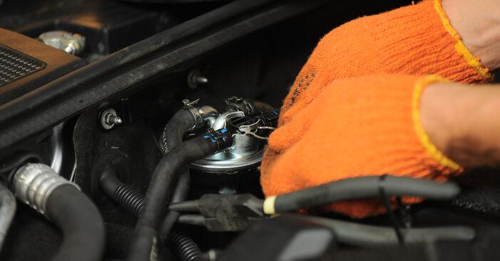 Tausch Tutorial Kraftstofffilter am AUDI A4 Avant (8ED, B7) 2006 wechselt - Tipps und Tricks
