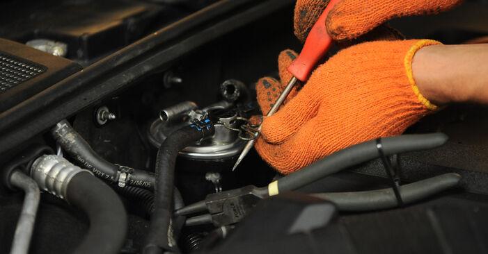 Kraftstofffilter am AUDI A4 Avant (8ED, B7) 3.0 TDI quattro 2004 wechseln – Laden Sie sich PDF-Handbücher und Videoanleitungen herunter