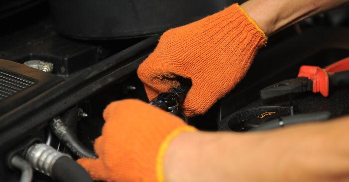 Wie schwer ist es, selbst zu reparieren: Kraftstofffilter Audi A4 B7 Avant 1.8 T 2005 Tausch - Downloaden Sie sich illustrierte Anleitungen
