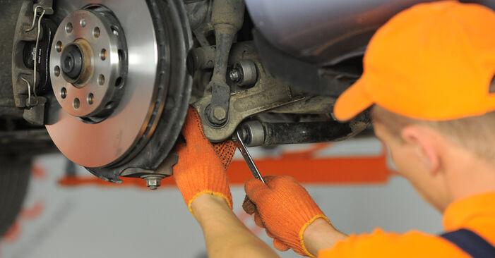 Schritt-für-Schritt-Anleitung zum selbstständigen Wechsel von Audi A4 B7 Avant 2007 2.0 TFSI quattro Koppelstange