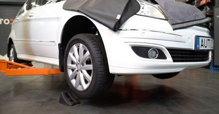 Spurstangenkopf Mercedes W245 B 170 1.7 (245.232) 2007 wechseln: Kostenlose Reparaturhandbücher