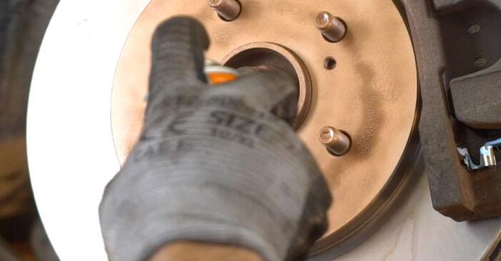 Sostituendo Testina dello Sterzo su Lexus RX XU30 2007 3.3 400h AWD da solo