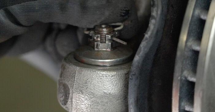 Wie schwer ist es, selbst zu reparieren: Spurstangenkopf Toyota Prius 2 1.5 (NHW2_) 2009 Tausch - Downloaden Sie sich illustrierte Anleitungen