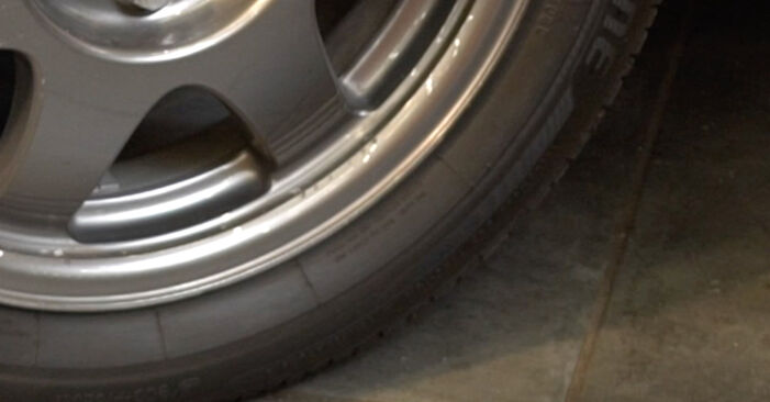 Schritt-für-Schritt-Anleitung zum selbstständigen Wechsel von Toyota Prius 2 2009 1.5 (NHW2_) Spurstangenkopf