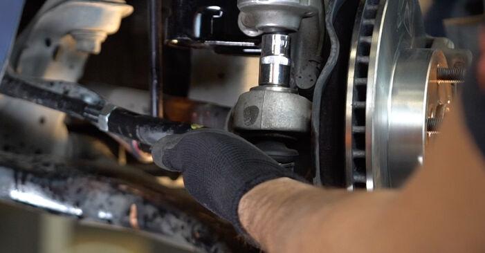 Spurstangenkopf beim TOYOTA PRIUS 1.5 Hybrid (NHW2_) 2003 selber erneuern - DIY-Manual