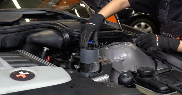 BMW 5 SERIES 530d 3.0 Kraftstofffilter ausbauen: Anweisungen und Video-Tutorials online