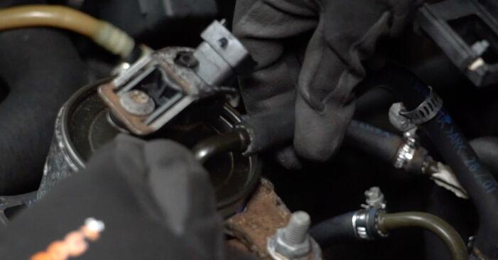 Schritt-für-Schritt-Anleitung zum selbstständigen Wechsel von BMW E39 Touring 1999 520i 2.2 Kraftstofffilter