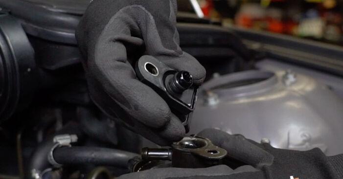 Wie schwer ist es, selbst zu reparieren: Kraftstofffilter BMW E39 Touring 530i 3.0 2001 Tausch - Downloaden Sie sich illustrierte Anleitungen