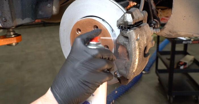 Wie schwer ist es, selbst zu reparieren: Spurstangenkopf VW Polo 5 Limousine 1.4 TSi 2015 Tausch - Downloaden Sie sich illustrierte Anleitungen