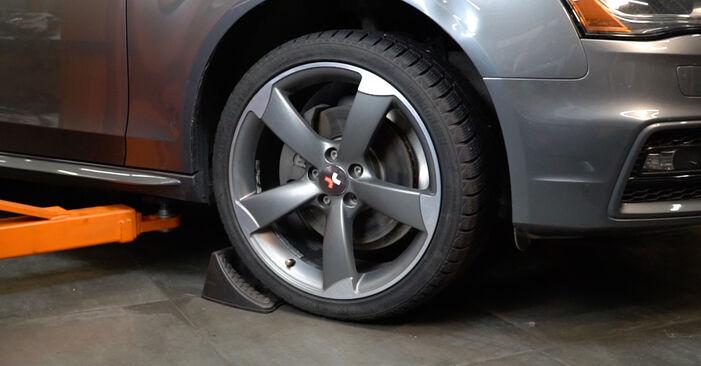 Kaip pakeisti Skersinės vairo trauklės galas la Audi A4 B8 Sedanas 2007 - nemokamos PDF ir vaizdo pamokos