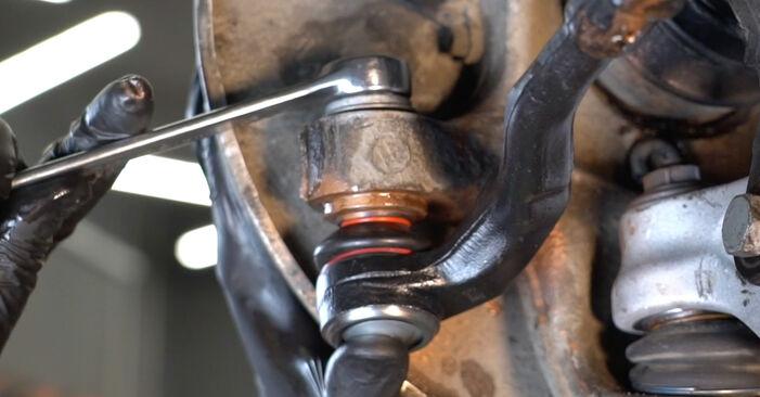 Kaip pakeisti AUDI A4 Sedanas (8K2, B8) 2.0 TDI 2008 Skersinės vairo trauklės galas - išsamios instrukcijos ir vaizdo pamokos