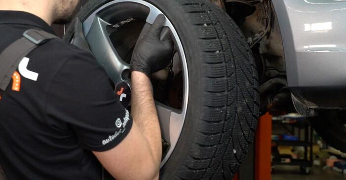 AUDI A4 2014 Skersinės vairo trauklės galas išsami keitimo instrukcija