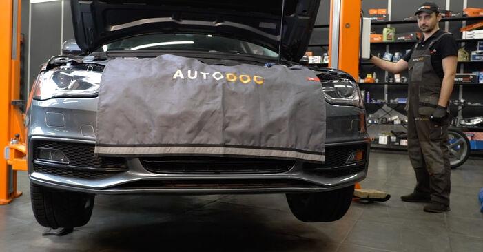 Audi A4 B8 Sedanas 1.8 TFSI 2009 Skersinės vairo trauklės galas keitimas: nemokamos remonto instrukcijos