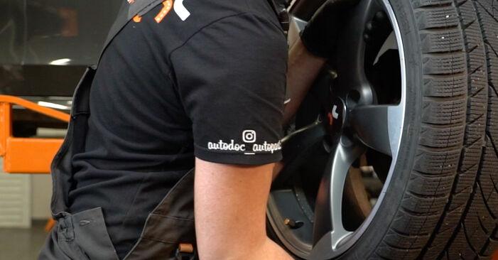 Kaip nuimti AUDI A4 S4 3.0 quattro 2011 Skersinės vairo trauklės galas - nesudėtingos internetinės instrukcijos