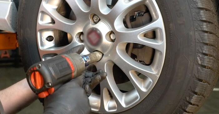 FIAT GRANDE PUNTO 2012 Skersinės vairo trauklės galas išsami keitimo instrukcija