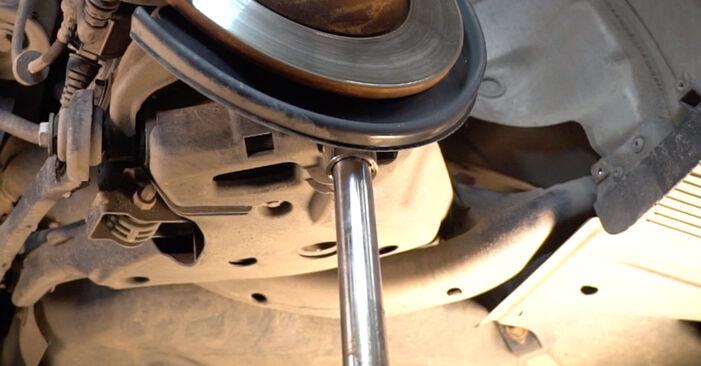 Domlager beim AUDI A4 2.0 TDI 2006 selber erneuern - DIY-Manual