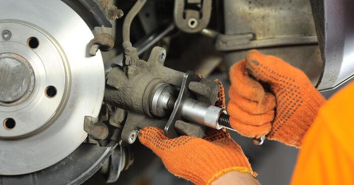 Steg-för-steg-rekommendationer för att byta Audi A4 b7 2007 2.0 TFSI quattro Bromsbelägg på egen hand