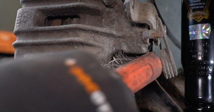 Så svårt är det att göra själv: Byt Bromsbelägg på Audi A4 b7 1.8 T 2008 – ladda ned illustrerad guide