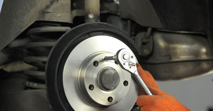 Wie AUDI A4 2.0 TFSI quattro 2008 Bremsscheiben ausbauen - Einfach zu verstehende Anleitungen online