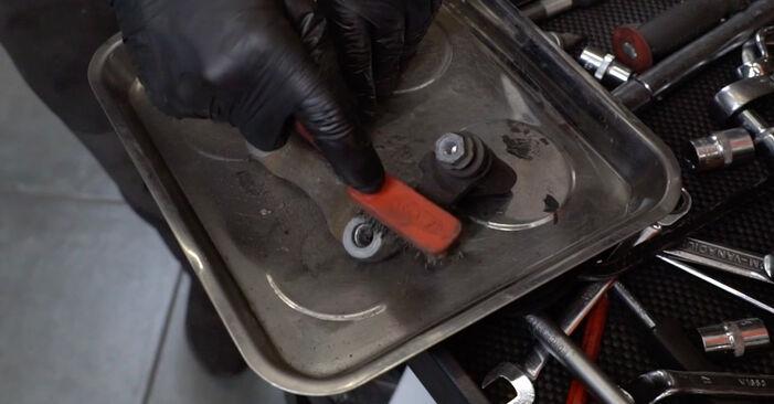 Wie schwer ist es, selbst zu reparieren: Bremsscheiben Audi A4 B7 Avant 1.8 T 2005 Tausch - Downloaden Sie sich illustrierte Anleitungen