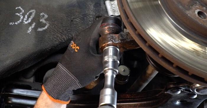 Hinweise des Automechanikers zum Wechseln von OPEL Zafira A (T98) 2.2 DTI 16V (F75) 1999 Spurstangenkopf