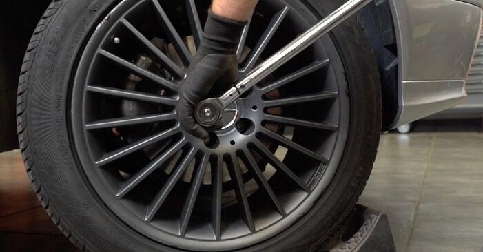 Combien de temps dure le remplacement : Rotule De Direction sur Mercedes W211 2002 - manuel PDF informatif