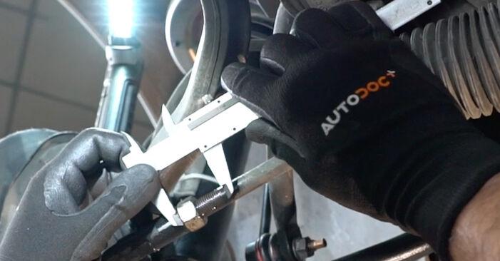 Wie schwer ist es, selbst zu reparieren: Spurstangenkopf Mercedes W203 C 200 2.0 Kompressor (203.045) 2006 Tausch - Downloaden Sie sich illustrierte Anleitungen