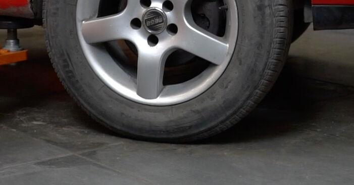 Hvor lang tid tager en udskiftning: Styrekugle på Seat Ibiza 6l1 2002 - informativ PDF-manual